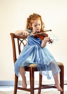 Sie wieder Kind und suche dir eine Tätigkeit, bei der du die Zeit vergessen kannst. Etwas was dein inneres Kind schon immer lernen oder erleben wollte.